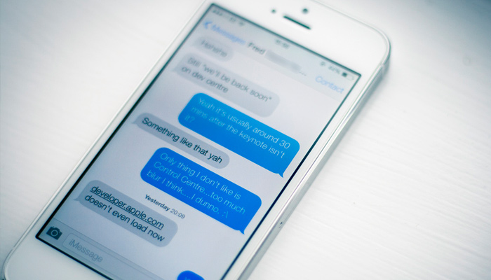 ios7 iphone flat messages app ui