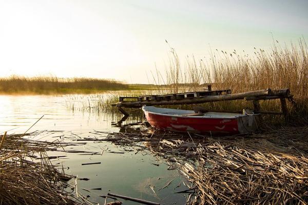 sunset fishing boat photo on the lake