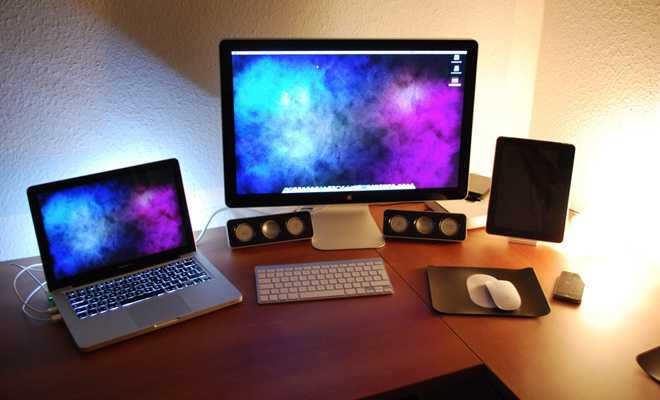 macbook imac desk designer photo